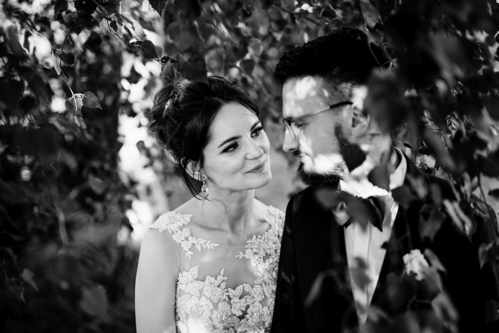 Czarnobiały reportaż ślubny, piękne czarnobiałe zdjęcia ze ślubu