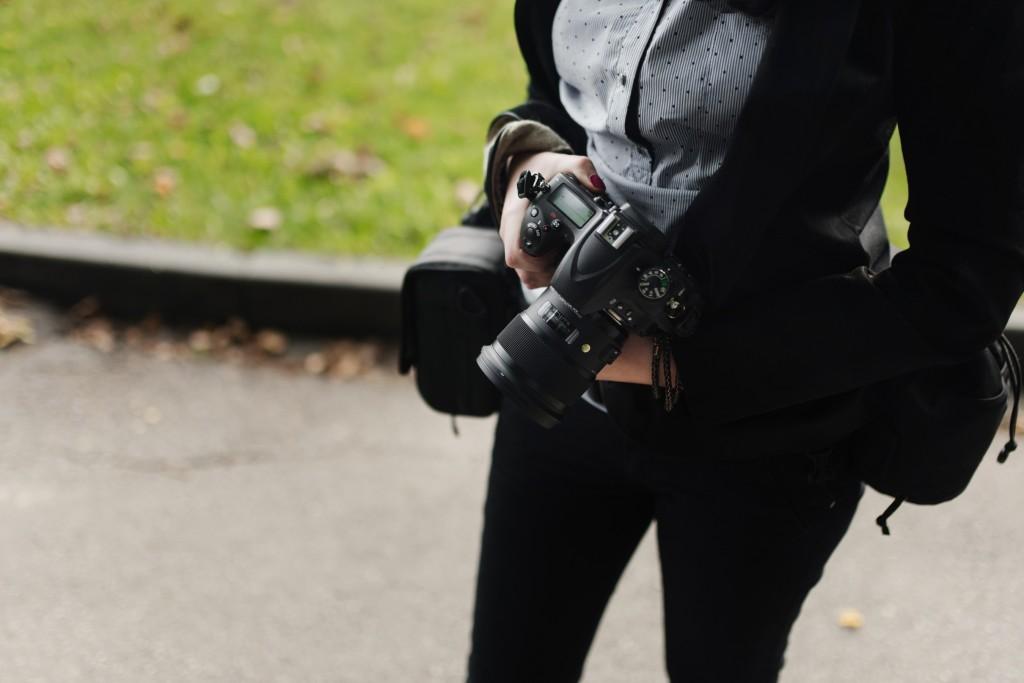 Fotograf ślubny, obiektyw do zdjęć na ślubie