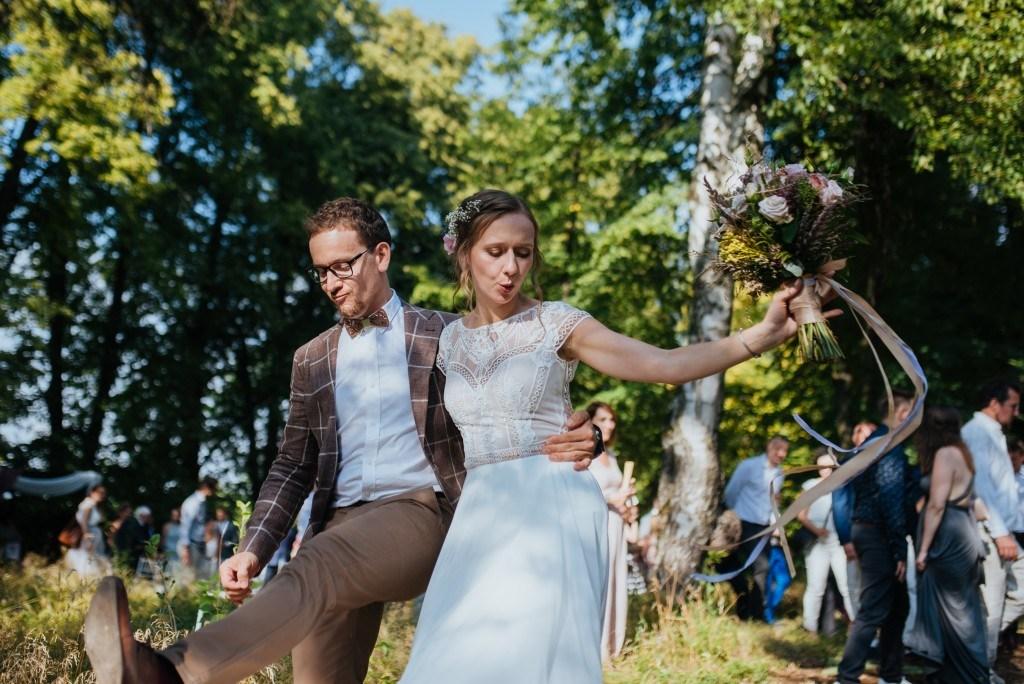 Boho i rustykalny ślub w Dwór Felliów, ślub w jurcie