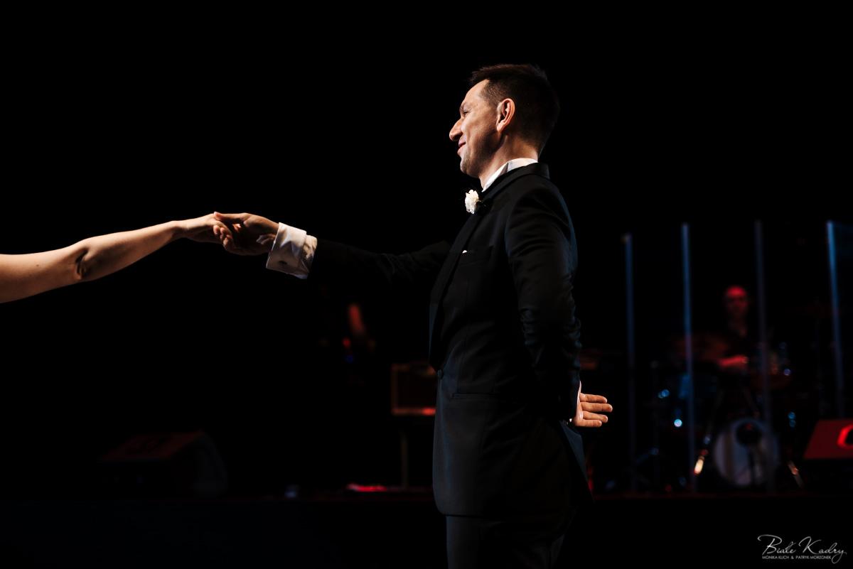 pierwszy taniec, elegancie wesele dwór gościnny najlepsza para fotografów