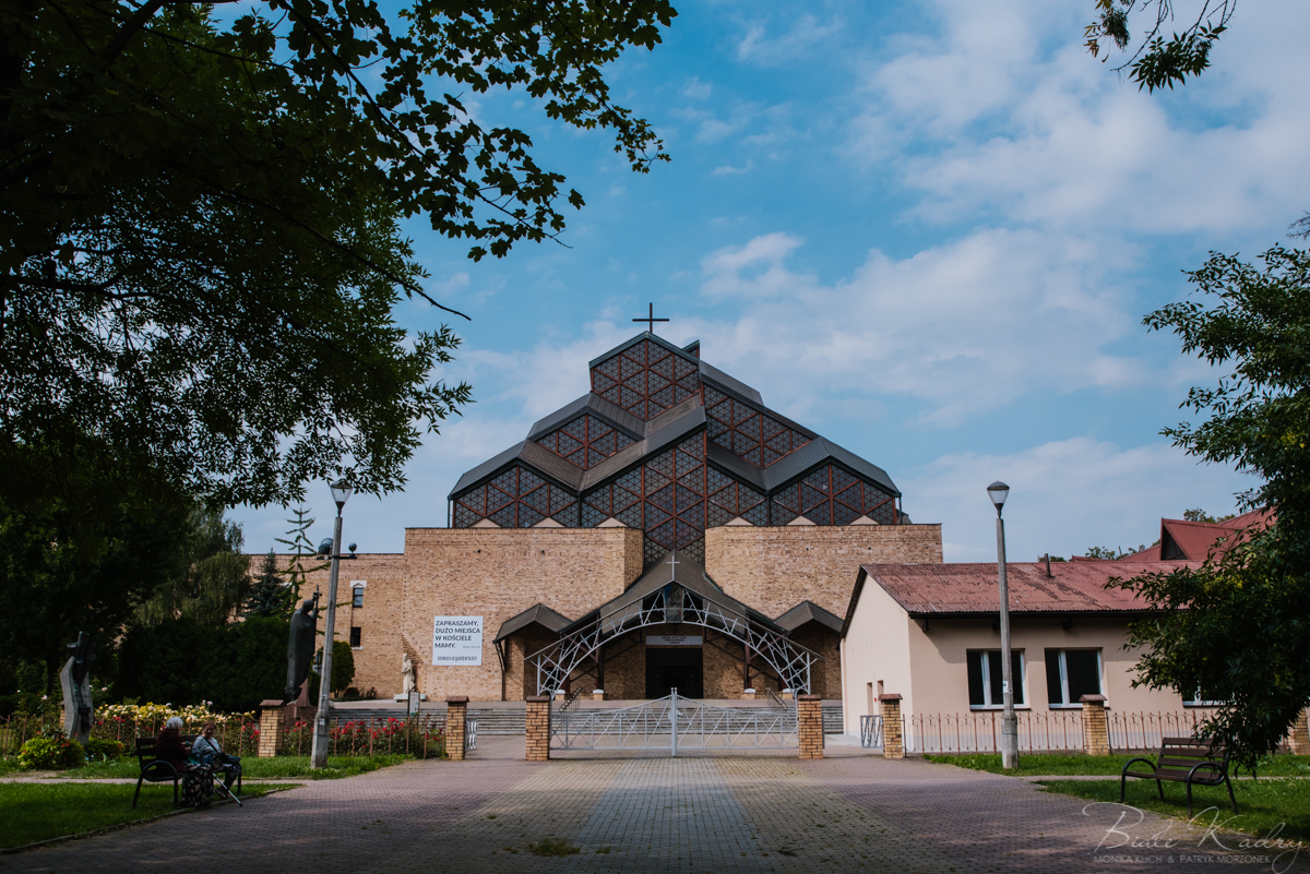 fotograf ślubny i fotografia ślubna Kraków Białe Kadry kościół szklane domy i wesele sala Zielone Wzgórze Koniusza