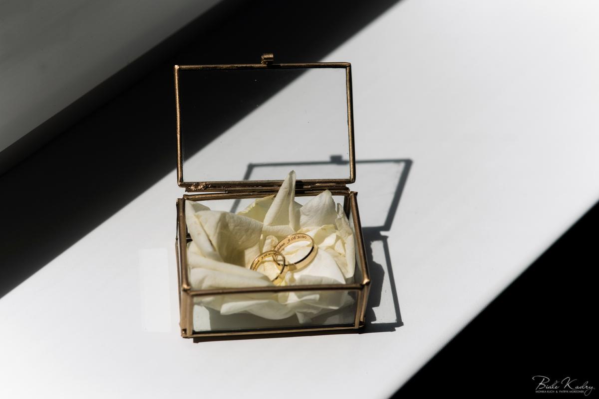 szklane pudełko na obrączki ślubne fotograf ślubny Kraków